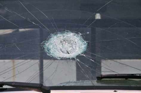 FEMA_-_44376_-_truck_windshield_with_hail_damage_in_OK-e1428370358551